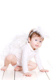 Piccolo angelo con le ali isolate sul bianco Immagini Stock Libere da Diritti