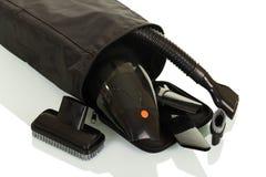 Piccolo aspirapolvere portatile ed ugelli sostituibili in copertura, isolata su bianco Fotografie Stock