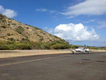 Piccolo atterraggio piano privato sull'isola Immagini Stock Libere da Diritti