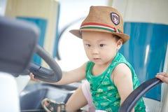 Piccolo autista di autobus fotografia stock