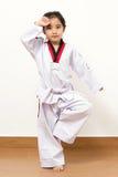 Piccolo bambino asiatico nell'azione di combattimento Fotografia Stock Libera da Diritti