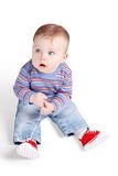 Piccolo bambino che gioca con i suoi merletti Immagini Stock Libere da Diritti