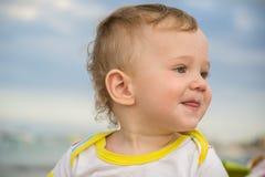 Piccolo bambino con il rossore sulla pelle immagini stock