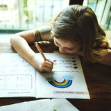 Piccolo bambino in età prescolare che scrive concetto di Acitivity Fotografie Stock
