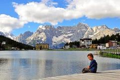 Piccolo bambino nel lago Misurina Fotografia Stock