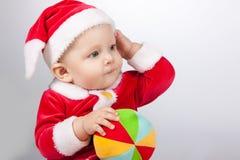 Piccolo bambino vestito come Babbo Natale immagine stock