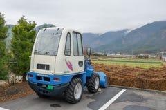 Piccolo camion di agricoltura nel campo Immagini Stock Libere da Diritti
