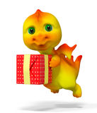 Piccolo carattere divertente del drago che tiene la rappresentazione rossa del regalo 3d royalty illustrazione gratis