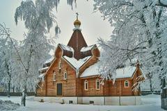 Piccolo Churchw ortodosso di legno. Immagine Stock