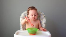 Piccolo cibo del bambino video d archivio