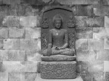 Piccolo complesso del tempio di Mendut, isola di Java, Indonesia fotografia stock