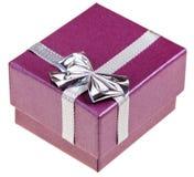 Piccolo contenitore di regalo magenta Fotografie Stock Libere da Diritti