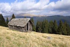 Piccolo cottage abbandonato del pastore Immagini Stock Libere da Diritti