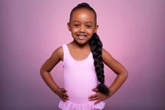 Piccolo dancing sveglio della ragazza dell'afroamericano Fotografia Stock