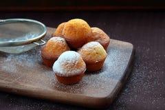 Piccolo dessert dei bigné Immagine Stock