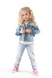 Piccolo fashionista che posa nel vestito del denim Fotografia Stock