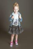 Piccolo fashionista che posa nel vestito del denim Immagine Stock Libera da Diritti
