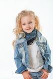 Piccolo fashionista che posa nel vestito del denim Immagine Stock