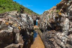 Piccolo fiume che scorre dentro il mare Fotografia Stock