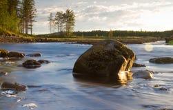 Piccolo fiume con i fasci del sole Immagini Stock Libere da Diritti