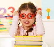 Piccolo genio con i libri Fotografie Stock