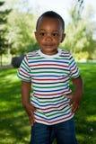 Piccolo gioco sveglio del neonato dell'afroamericano Fotografia Stock