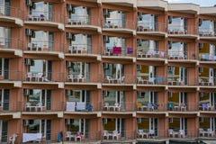 Piccolo hotel tipico sulla spiaggia, retrovisione della spiaggia Tou popolare Fotografia Stock