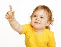 Piccolo indicare sveglio della neonata isolato su bianco Immagini Stock