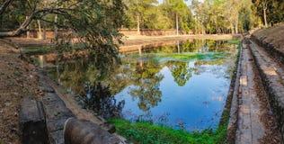 Piccolo lago artificiale nel complesso di Angkor, Cambogia Immagini Stock