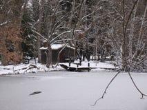 Piccolo lago congelato con la cabina Fotografia Stock Libera da Diritti
