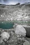Piccolo lago della montagna con il ghiacciaio Fotografia Stock Libera da Diritti