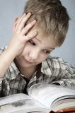 Piccolo lettore triste Fotografia Stock