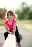 Piccolo misura i giochi della ragazza sul campo da giuoco Fotografia Stock Libera da Diritti