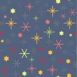Piccolo motivo a stelle variopinto senza cuciture su fondo blu profondo Immagini Stock Libere da Diritti