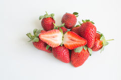 Piccolo mucchio delle fragole organiche fresche Immagini Stock