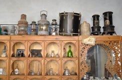 Piccolo negozio con gli elementi antichi Fotografie Stock
