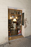 Piccolo negozio nel vecchio centro di Palma de Mallorca Immagine Stock Libera da Diritti