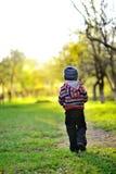 Piccolo neonato che si allontana - colori di tramonto Fotografia Stock Libera da Diritti