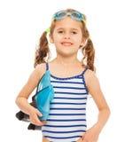 Piccolo nuotatore sorridente con le alette e gli occhiali di protezione Fotografia Stock Libera da Diritti
