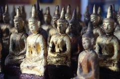 Piccolo oro Buddha in tempio Fotografia Stock Libera da Diritti