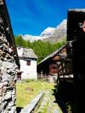 Piccolo paesino di montagna del devero di Alpe, alpi di Lepontine, estate Mo Immagini Stock