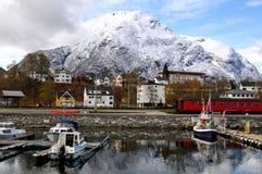 Piccolo paesino di pescatori, fiordo, Norvegia Fotografie Stock