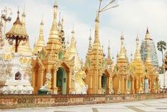 Piccolo pagaoda dorato a Shwedagon, Rangoon, Myanmar Fotografie Stock