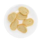 Piccolo pane francese affettato su un piatto bianco Fotografie Stock Libere da Diritti