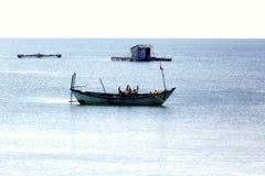 Piccolo peschereccio, isola di Phu Quoc nel Vietnam immagine stock