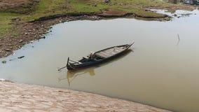Piccolo peschereccio, piccola barca del pesce stock footage
