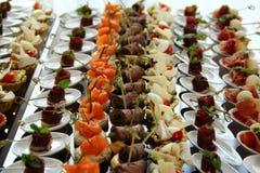 Piccolo piatto sulla tavola del partito europeo Fotografia Stock