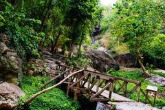Piccolo ponte in cascata immagini stock