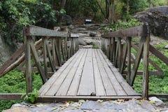 Piccolo ponte in cascata fotografie stock