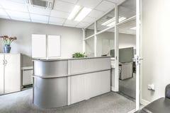 Piccolo posto di ricezione in un ufficio Immagine Stock